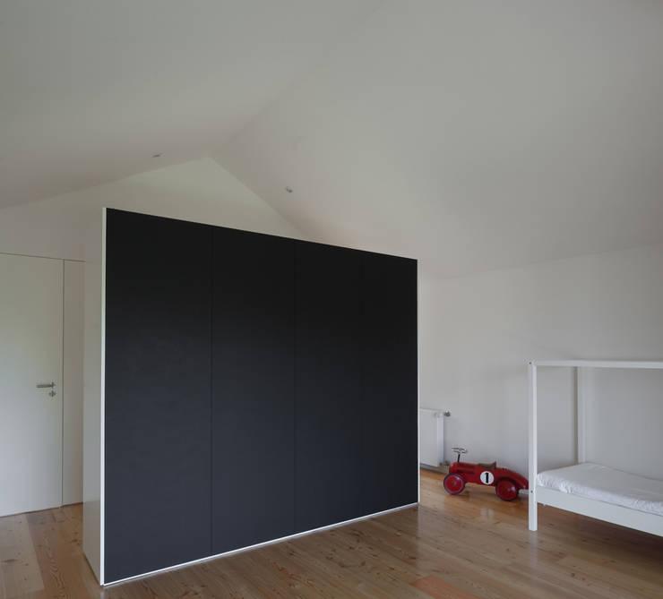 Casa Boavista: Quartos  por Pablo Pita Architects,Minimalista