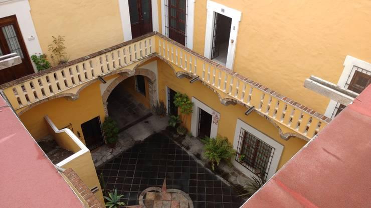 PROPIEDAD CASA DE LA VIRGEN: Terrazas de estilo  por RUAH ARQUITECTOS