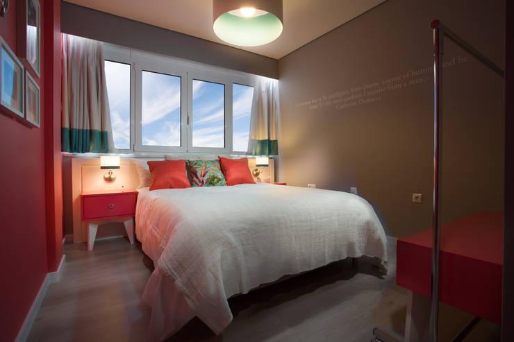 Chic - Flats & Suits: Hotéis  por Red Centre - Interiors Harmony, by Design,Moderno