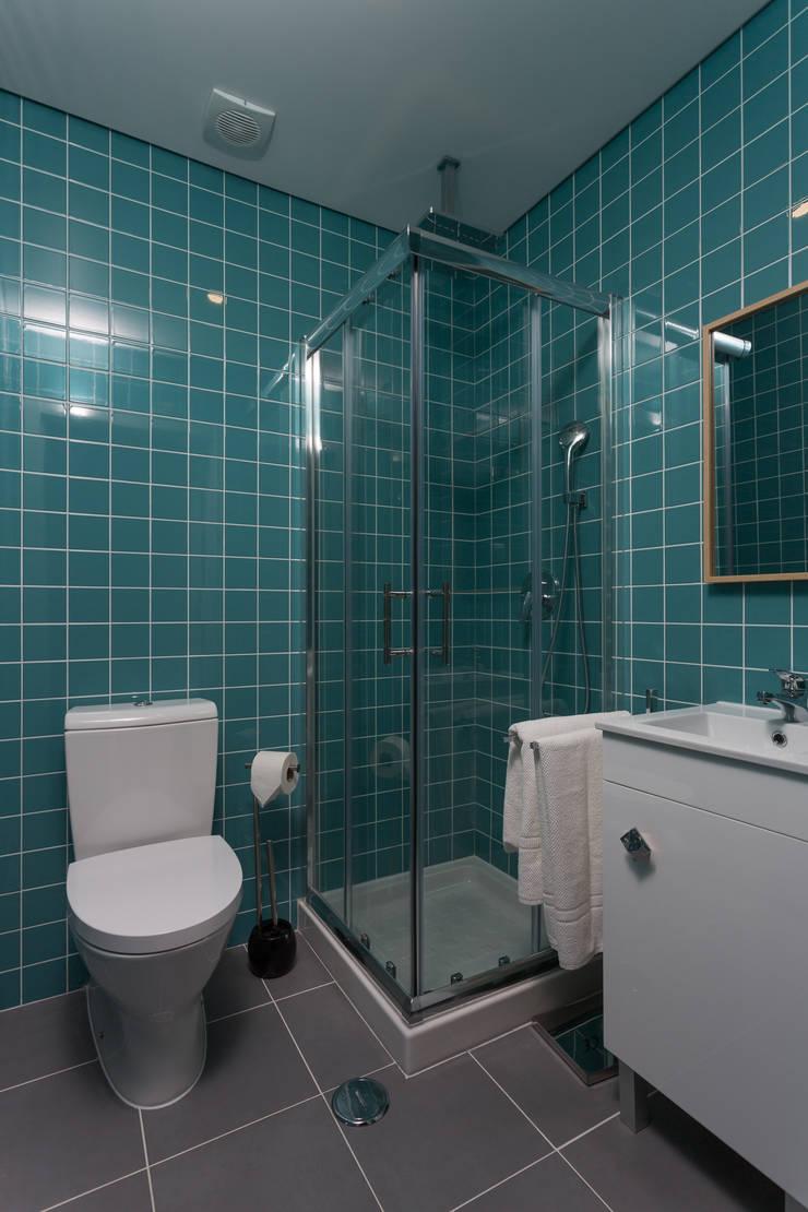 Chic – Flats & Suits: Hotéis  por Red Centre - Interiors Harmony, by Design,Moderno