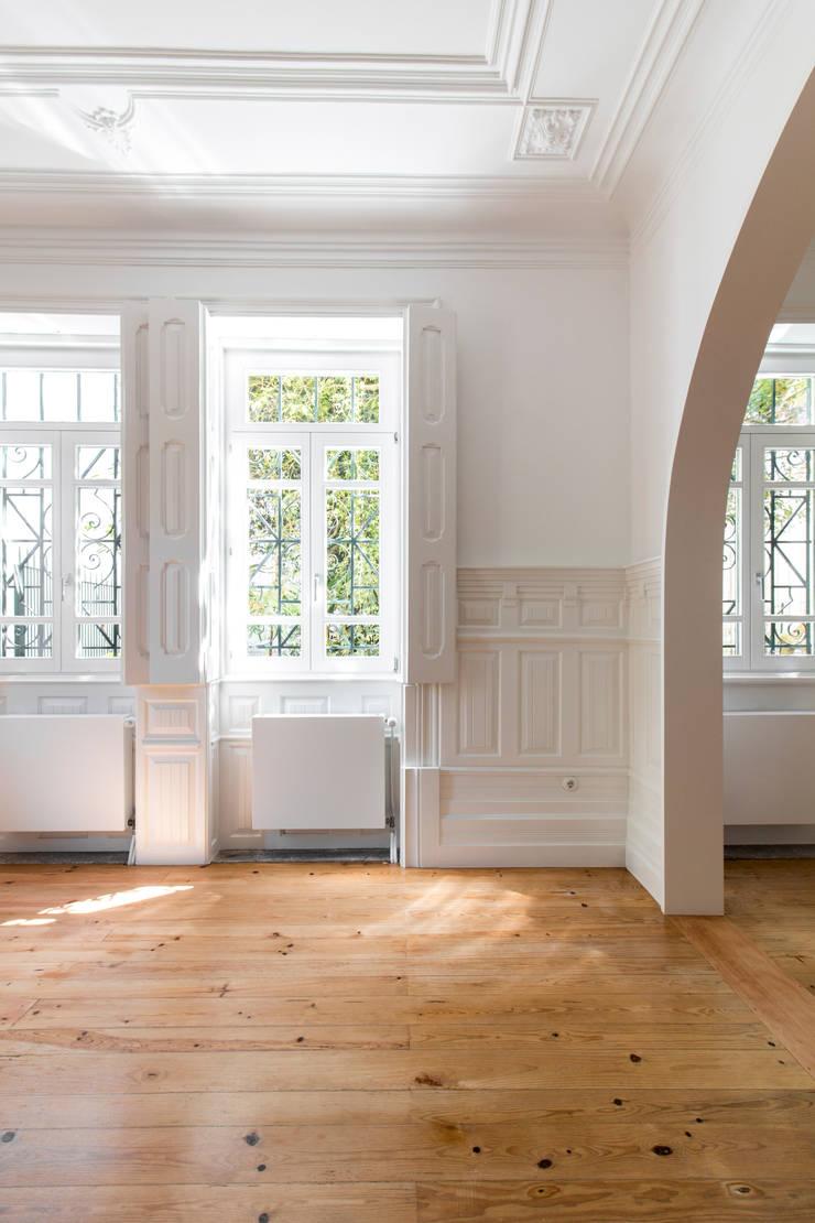 Casa Quinze: Salas de estar  por Pablo Pita Architects,Minimalista