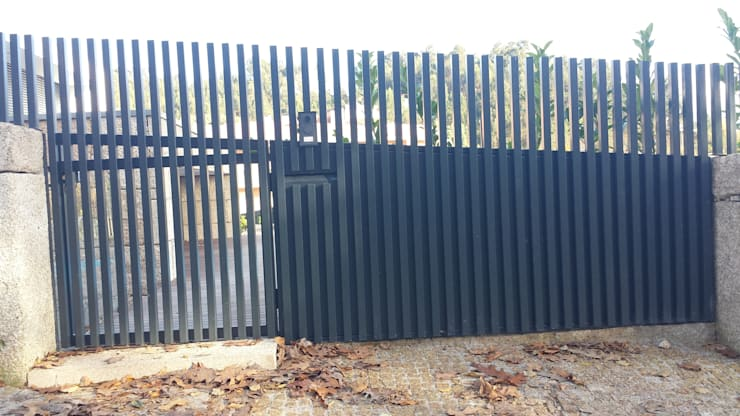Portão pedonal:   por NORTVIL - Arquitectura e Construção,