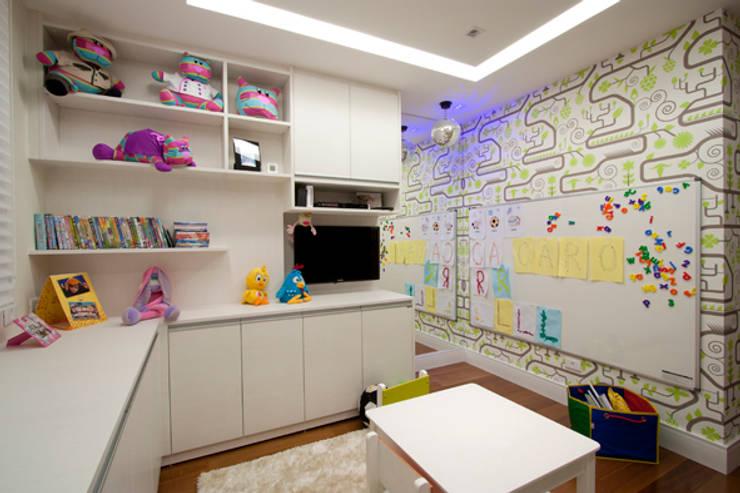 Brinquedoteca: Quarto infantil  por Katalin Stammer Arquitetura e Design
