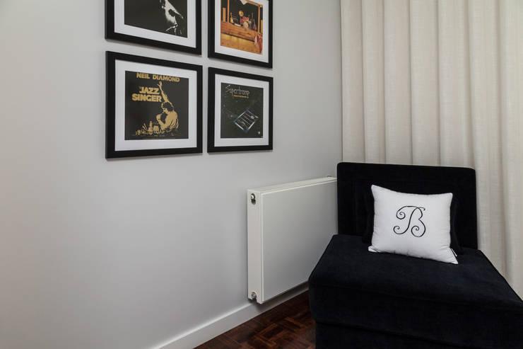 QUARTO MORADIA GAIA: Quartos  por Perfect Home Interiors,Clássico