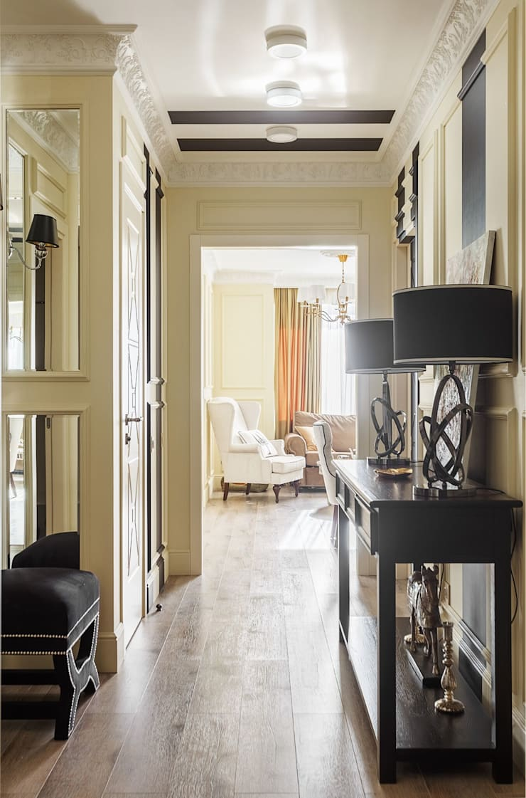 Classic style corridor, hallway and stairs by Home Emotions Classic
