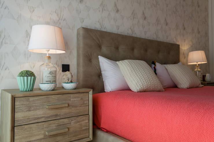 Dormitorios de estilo  por GF Designers de Interiores