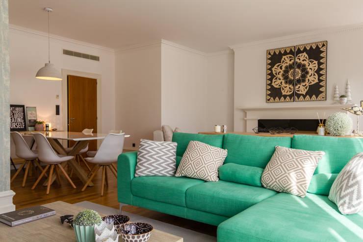 Salas / recibidores de estilo  por GF Designers de Interiores