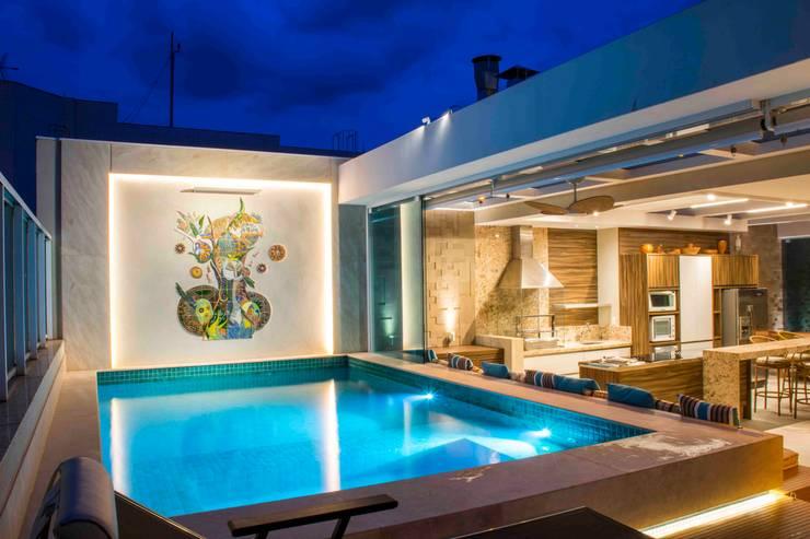 Terrazas de estilo  por Rosset Arquitetura