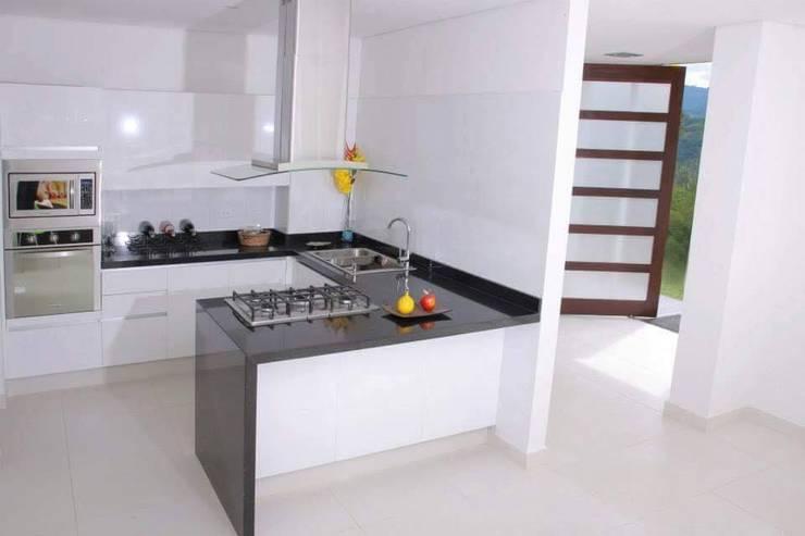 Keuken door KAYROS ARQUITECTURA DISEÑO INTERIOR,