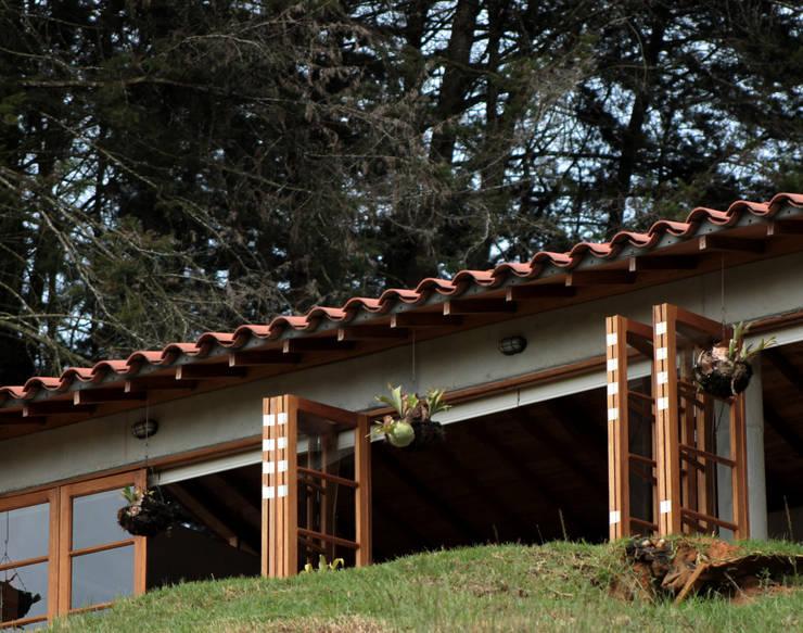 Maison individuelle de style  par BASSICO ARQUITECTOS, Rural Béton armé