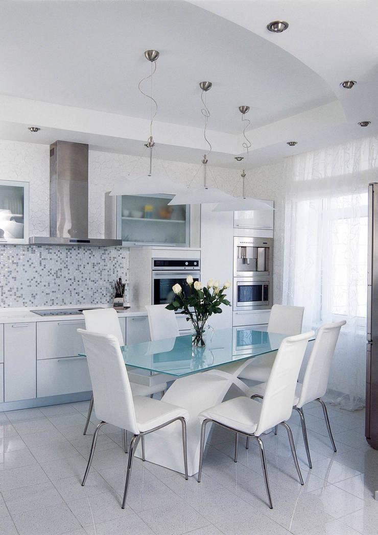 Идеально белый в ЖК Шмитовский: Кухни в . Автор – Дизайн бюро Оксаны Моссур