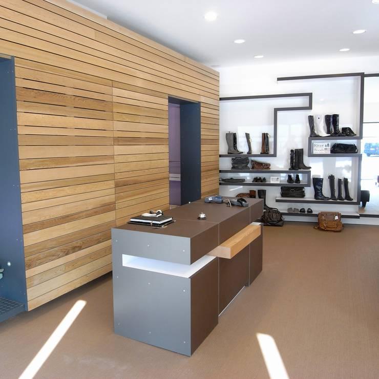 Verbouwing schoenwinkel <q>Sjieke Sjeun</q> Meerssen:  Winkelruimten door gorissendeponti ontwerpers + makers