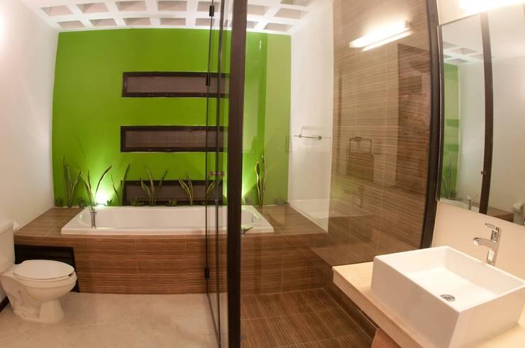 BAÑO PRINCIPAL: Baños de estilo  por FRACTAL CORP Arquitectura