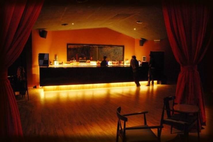 Barra: Bares y Clubs de estilo  por SSA design studio