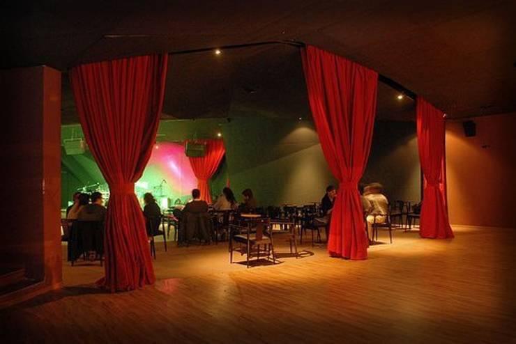 Hall de Ingreso: Bares y Clubs de estilo  por SSA design studio