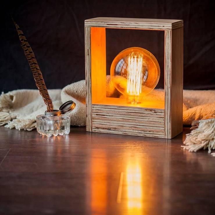 Lámparas de mesa: Livings de estilo rústico por Angelo Luz + Diseño