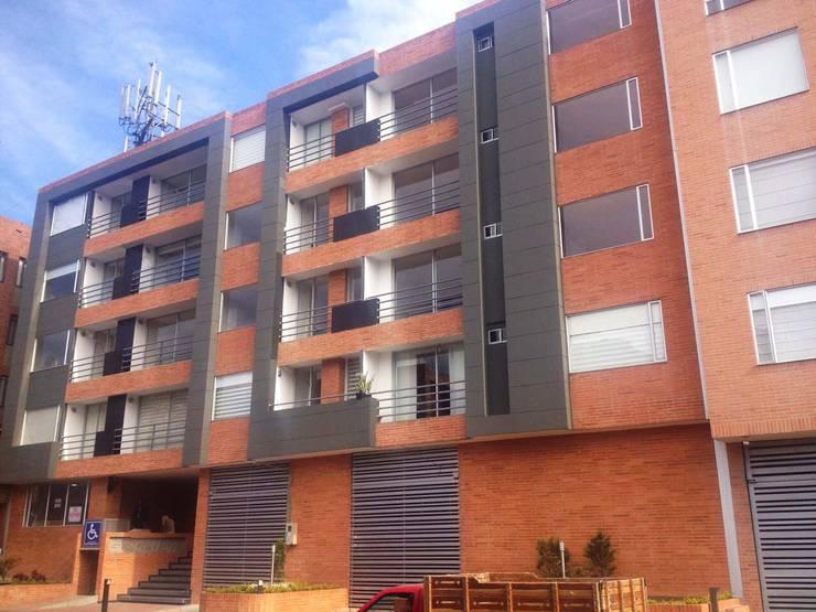 Fachada Giralda 122: Casas de estilo moderno por FARIAS SAS ARQUITECTOS