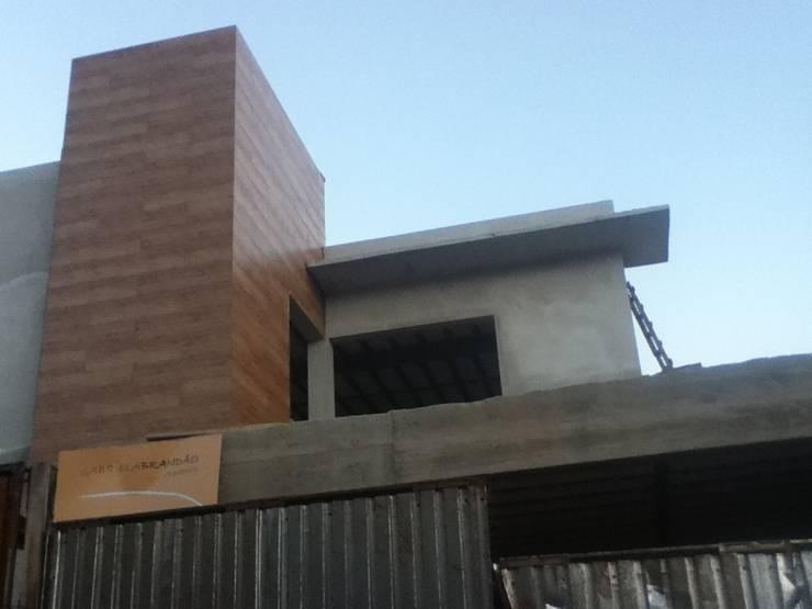 Casas de estilo  por Gabriela Brandão . Arquitetura