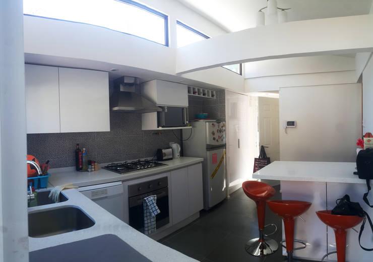 Remodelacion y ampliación Casa G.: Cocinas de estilo moderno por Toledo estudio Arquitectos