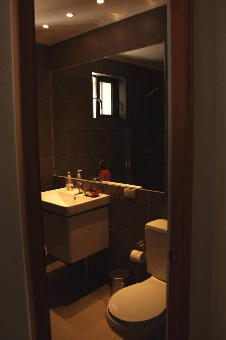 Remodelacion y ampliación Casa G.: Baños de estilo mediterraneo por Toledo estudio Arquitectos
