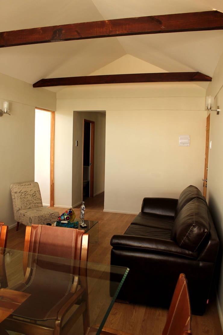 Remodelacion y ampliación Casa G.: Livings de estilo mediterraneo por Toledo estudio Arquitectos