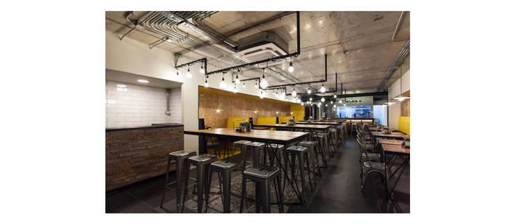 Interior: Bares y clubs de estilo  por ESPACIO 6280