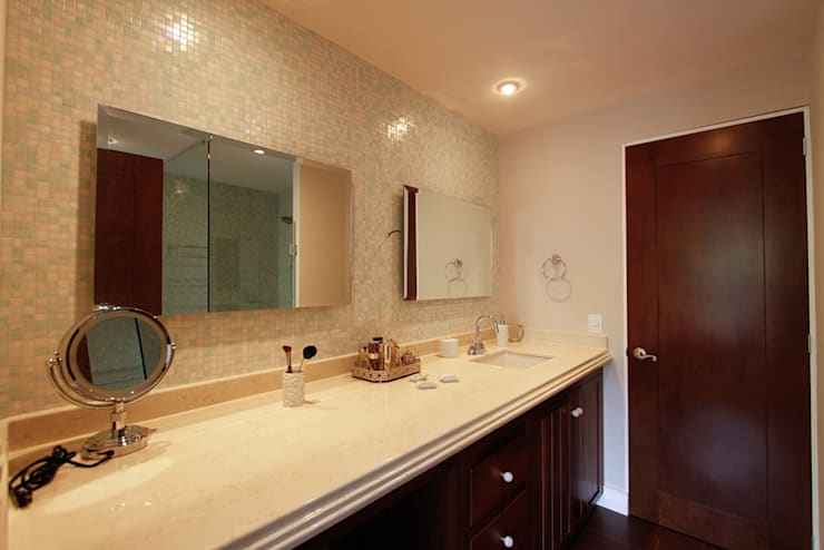 Eclectic style bathroom by Mobiliario y Equipo MEE Eclectic