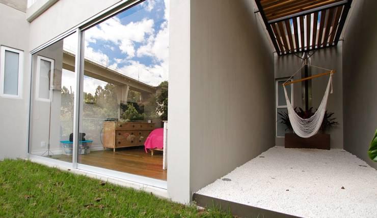 Eclectic style balcony, veranda & terrace by Mobiliario y Equipo MEE Eclectic