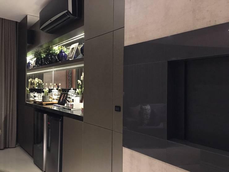 Modern Dining Room by Daniela Viana e Lilian Maravai Arquitetura Modern