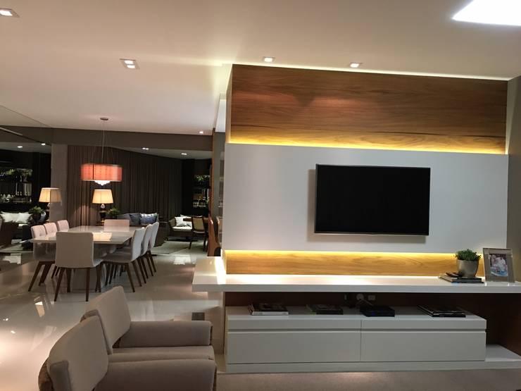 Modern Living Room by Daniela Viana e Lilian Maravai Arquitetura Modern