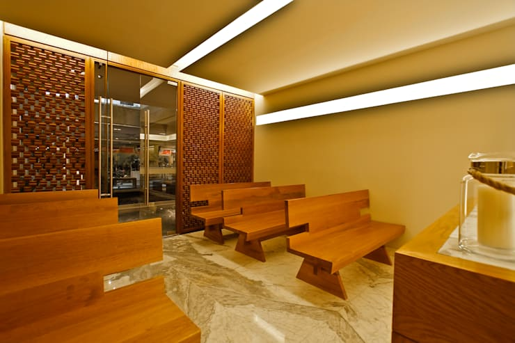 Capilla:  de estilo  por Mobiliario y Equipo MEE, Moderno
