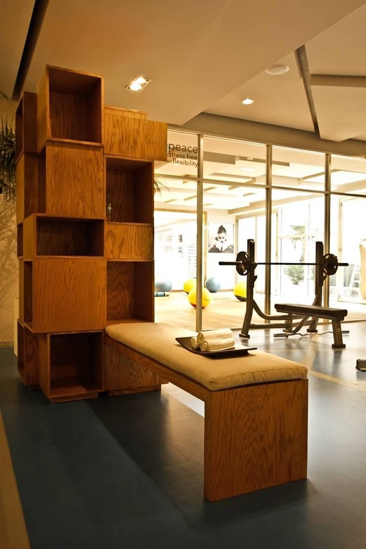City Coyoacan 3:  de estilo  por Mobiliario y Equipo MEE, Moderno