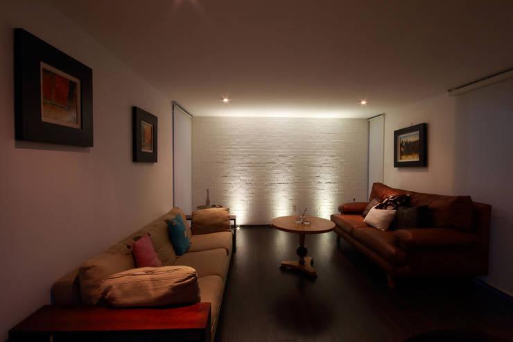 Ampliación de casa en Ciudad de Mexico - Casa BG: Salas de estilo minimalista por All Arquitectura