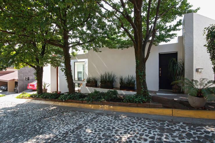 Ampliación de casa en Ciudad de Mexico - Casa BG: Casas de estilo minimalista por All Arquitectura