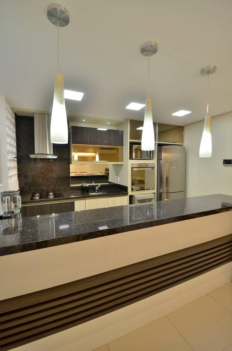Cozinhas  por Graça Brenner Arquitetura e Interiores,