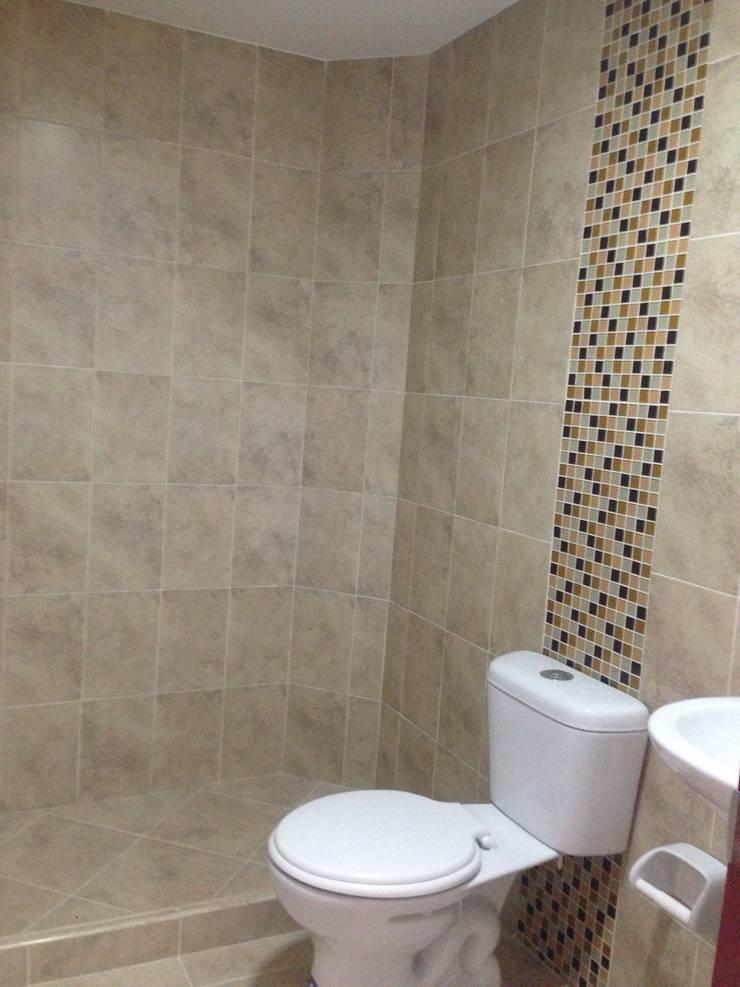 Baño: Baños de estilo  por FARIAS SAS ARQUITECTOS,