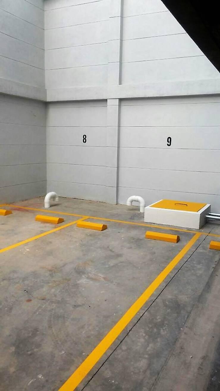 Garaje: Garajes de estilo  por FARIAS SAS ARQUITECTOS,