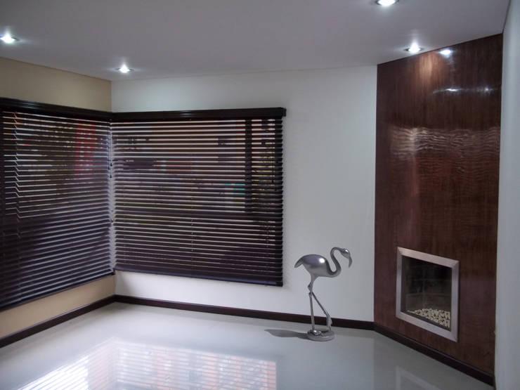 sala moderna:  de estilo  por Omar Interior Designer  Empresa de  Diseño Interior, remodelacion, Cocinas integrales, Decoración