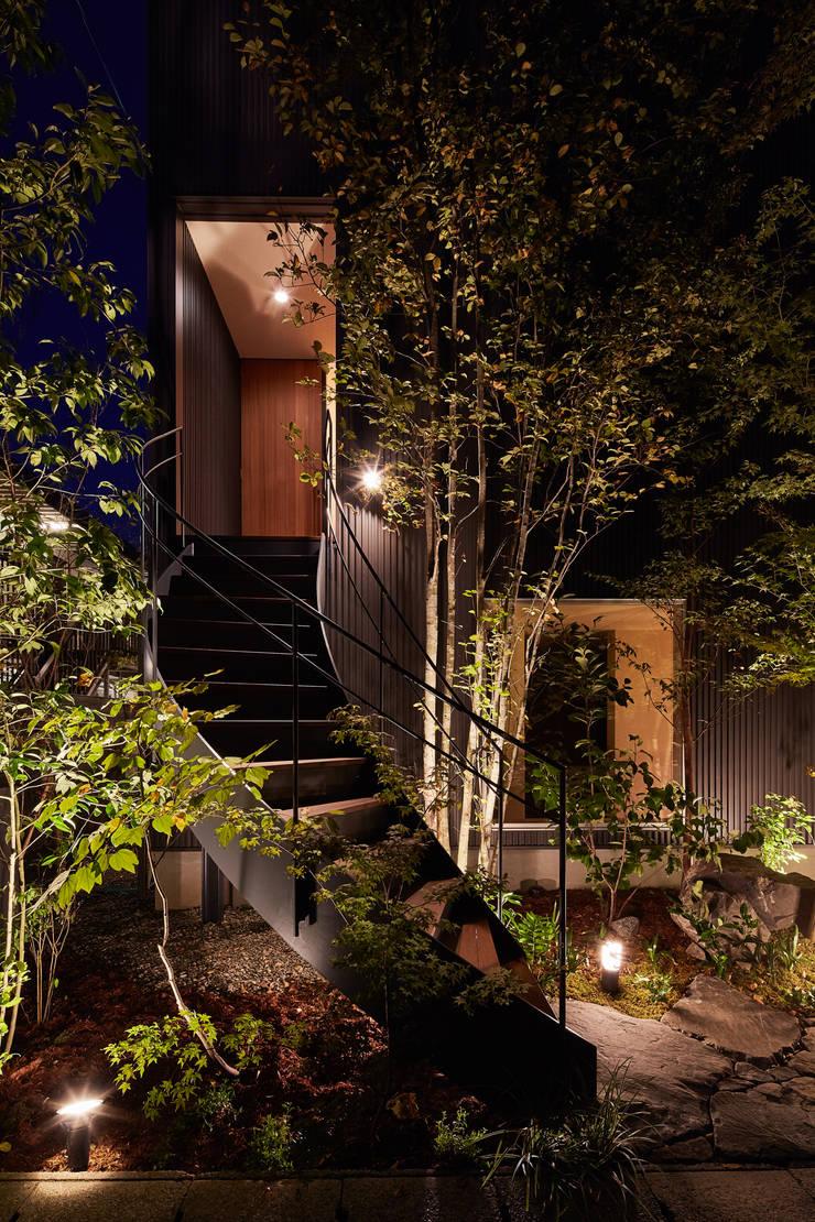 Maisons de style  par YOKOI TSUTOMU architects, Moderne Métal