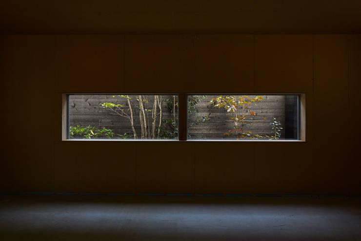 Fenêtres de style  par YOKOI TSUTOMU architects, Moderne Verre