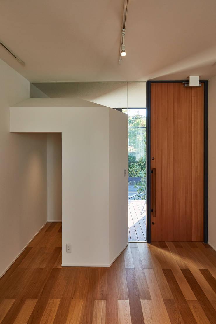 Salle multimédia de style  par YOKOI TSUTOMU architects, Moderne Verre