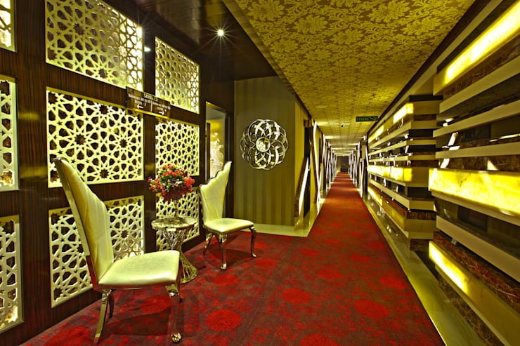 Hotel Savvy Grand:  Hotels by Studio Interiors Infra Height Pvt Ltd