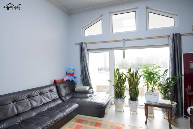 꿈속의 동화같은 단층 목조주택: 꿈애하우징의  거실