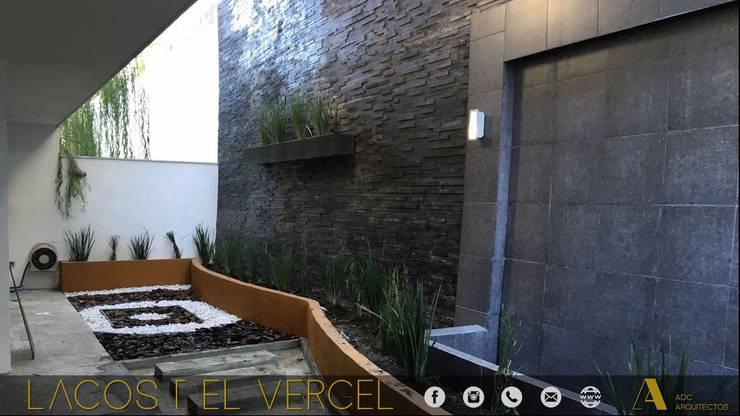 LAGOS DEL VERGEL: Jardines de estilo  por ADC arquitectos , Moderno