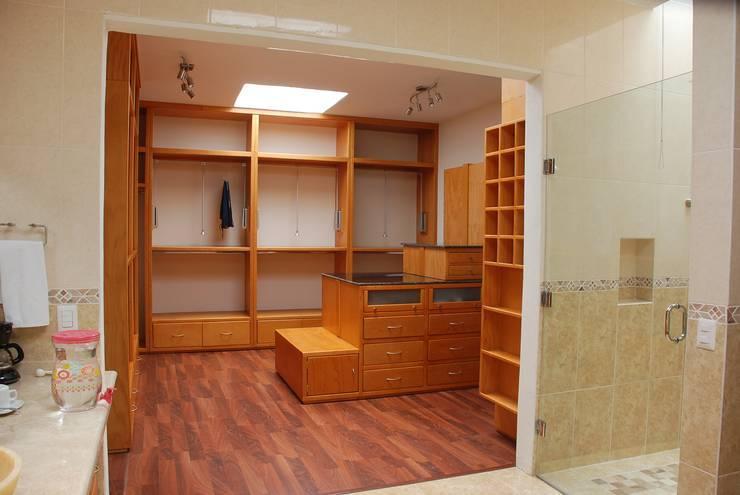 Closet:  de estilo  por Stann Designs S.A de C.V., Moderno