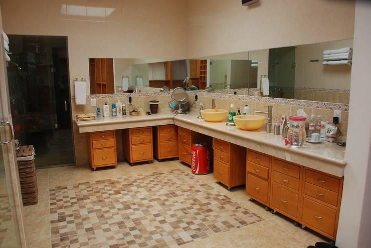 Baño :  de estilo  por Stann Designs S.A de C.V., Moderno