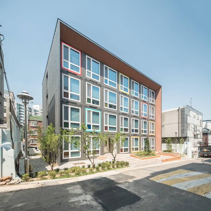 Hôtels modernes par 큐브디자인 건축사사무소 Moderne