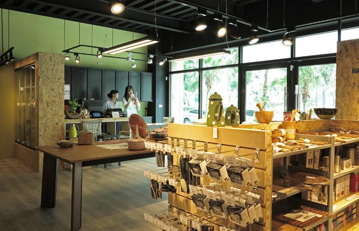 新竹 Casa n' More生活美學門市:  辦公室&店面 by 直譯空間設計有限公司