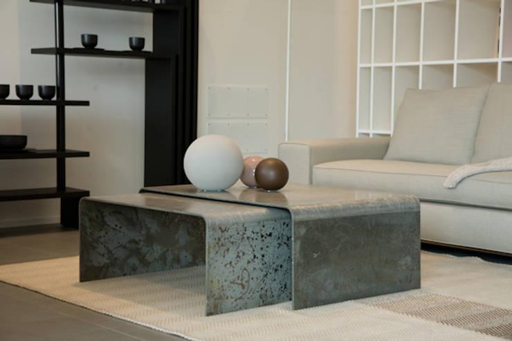 Un nuovo modo di interpretare l'alluminio.: Casa in stile  di basarchitetti