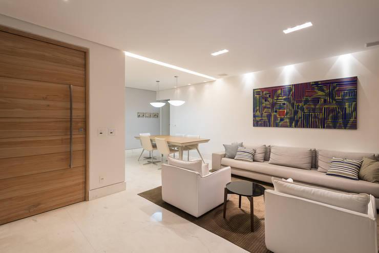 Living room by MEIUS ARQUITETURA